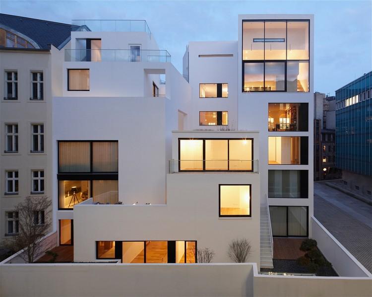Habitações na Cidade Velha do Muro de Berlim / Sohrab Zafari, © Christian Dammert, Aviel Avdar