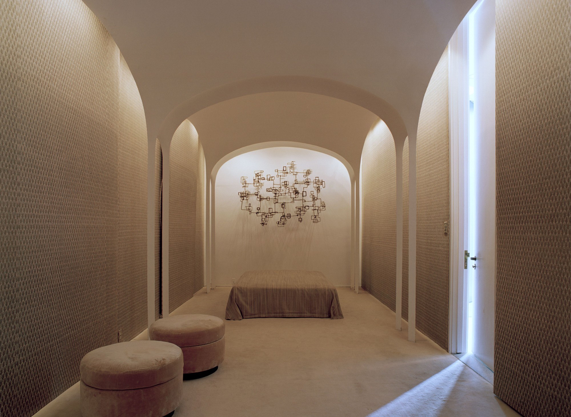 Light Matters: Creating Walls of Light | ArchDaily