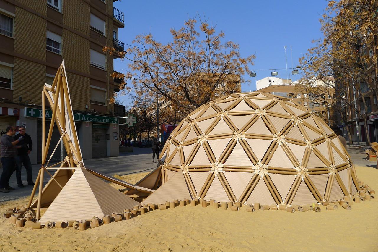 Valencia, España: Domo geodésico de materiales reciclados para la ...