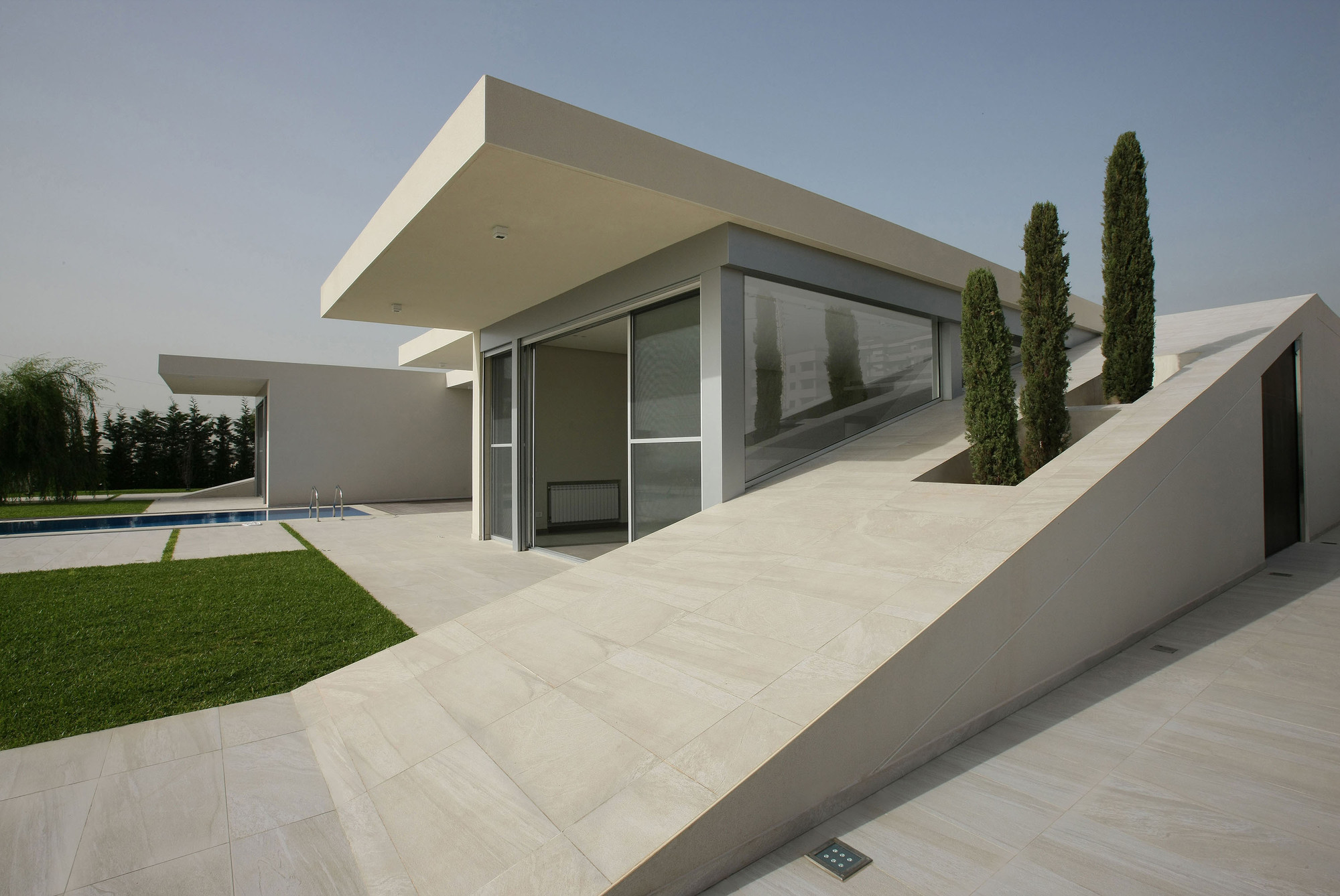 Jiyeh villa accent design group archdaily for Modern house lebanon