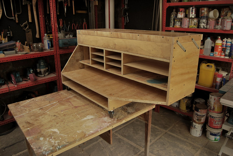 Mueble para Papeles / LOSGOGO