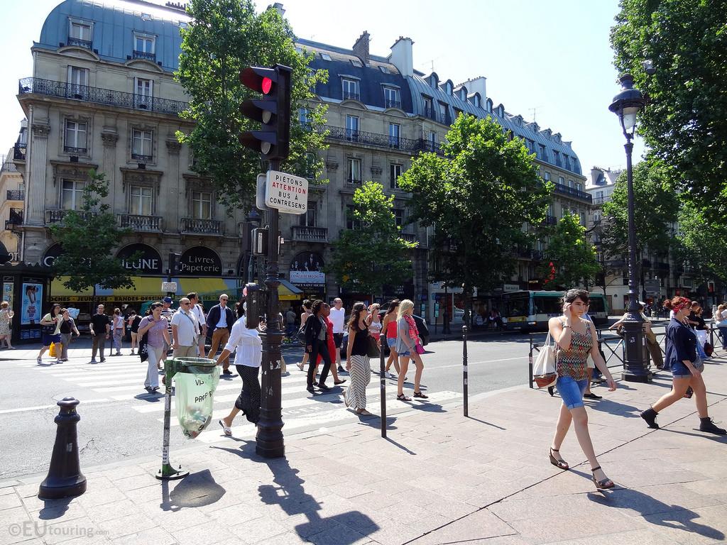 Espaços de pedestres em NY e Paris: cidades mais seguras e com menos automóveis, Paris © eutouring, via Flickr. Used under <a href='https://creativecommons.org/licenses/by-sa/2.0/'>Creative Commons</a>