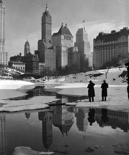 Savoy-Plaza Hotel, New York City. Image Courtesy of Wikimedia