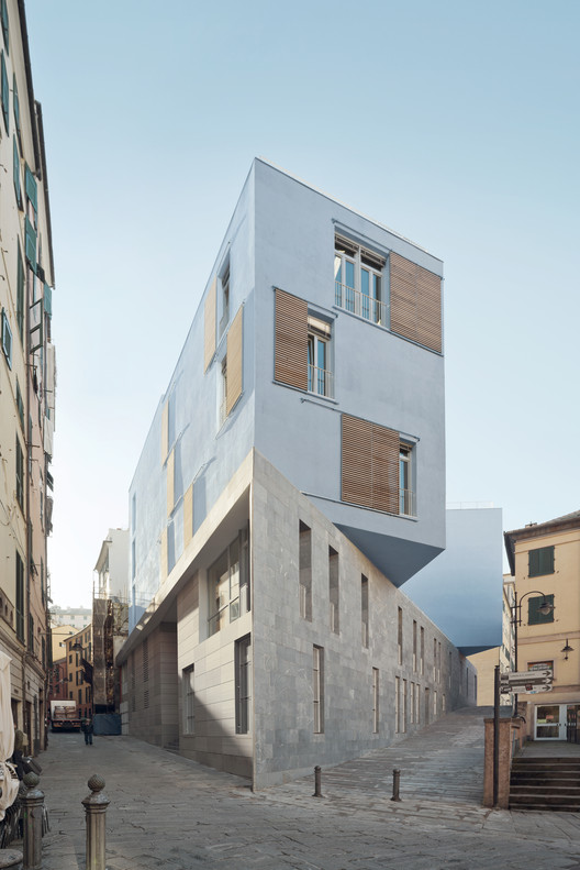 Nova Escola em Piazza Delle Erbe / PFP Architekten, © Anna Positano