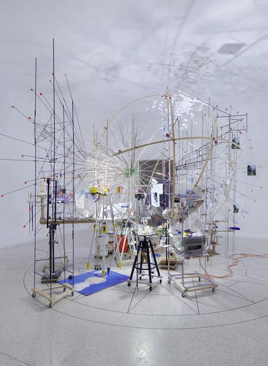Instalação de Sarah Sze para o Pavilhão dos EUA na Bienal de Arte de Veneza retorna para casa, Triple Point (Planetarium), 2013. Cortesia de Sarah Sze, Tanya Bonakdar Gallery, New York, and Victoria Miro Gallery, London. Fotografia de Tom Powel Imaging