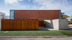Casa LB Piura  / Riofrio+Rodrigo Arquitectos