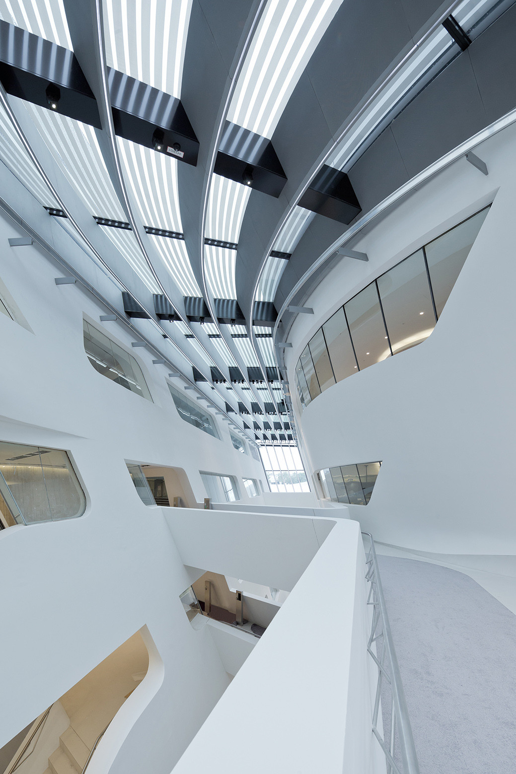 Gallery of library and learning centre university of for Zaha hadid vienna