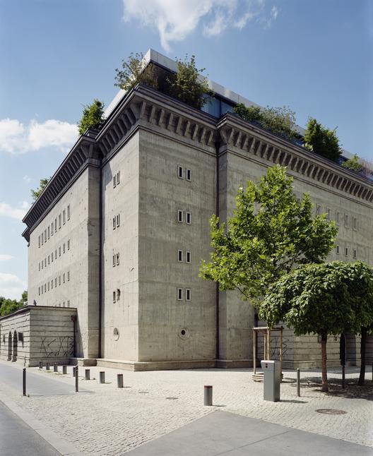 Bunker nazista é transformado em galeria de arte e residência, © NOSHE