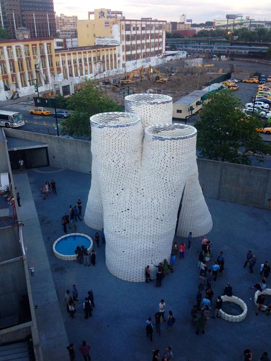 Biodiseño: YAP MoMA inaugura Hy-Fi, la torre de ladrillos orgánicos y compostables., Proyecto Hy-Fi en Nueva York. Image © Cecil Barnes V.