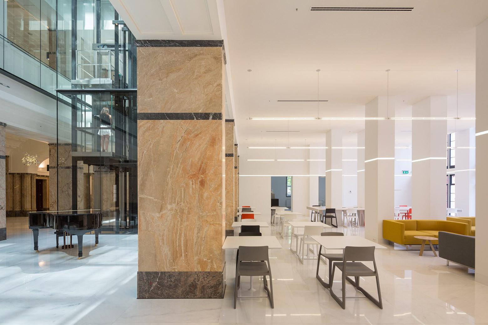 Gallery of Erasmus University College in Rotterdam / Erick van ...