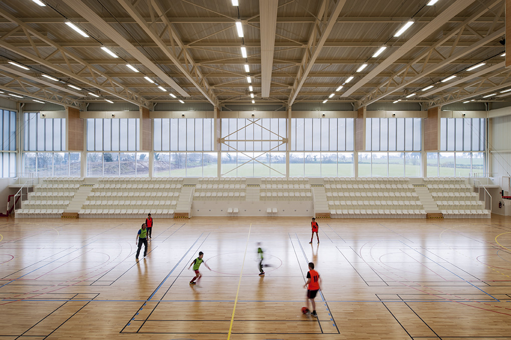 Galer a de gimnasio plabennec bohuon bertic architectes 2 for Gimnasio 8 de octubre