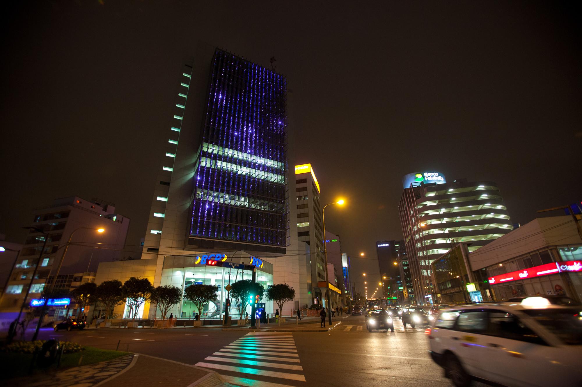 Instalación de Iluminación: Affinity, una mezcla interactiva entre arte e iluminación - Edificio BCP