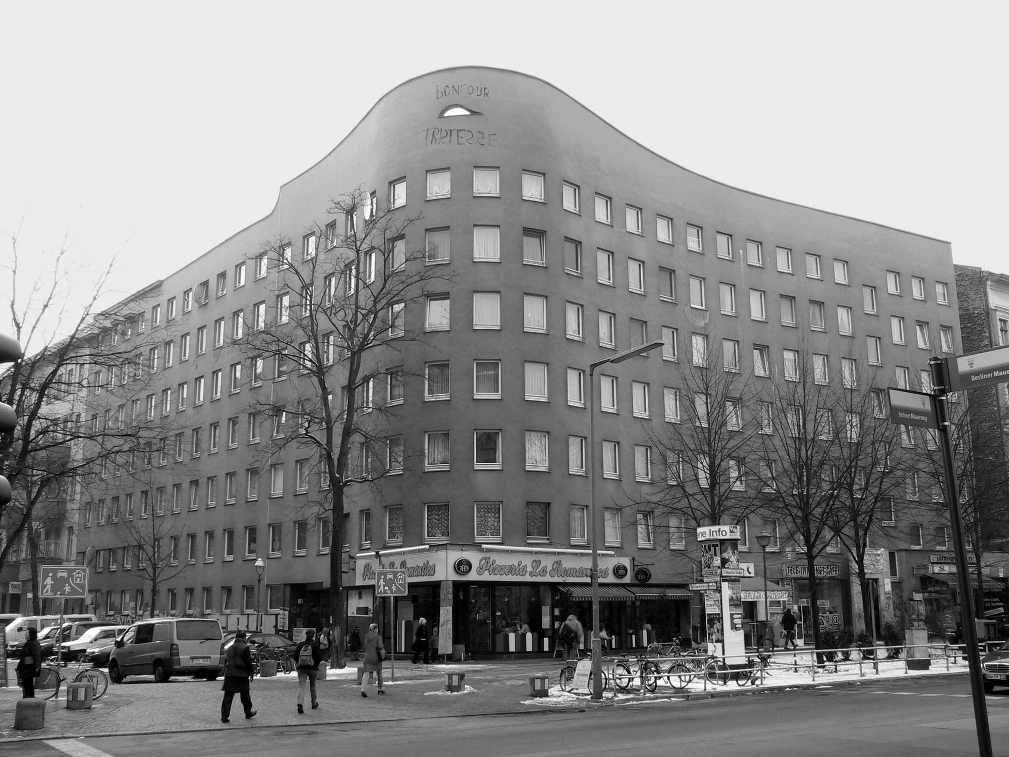 AD Classics: Wohnhaus Schlesisches Tor (Bonjour Tristesse) / Álvaro Siza Vieira + Peter Brinkert, © via Wikipedia Commons