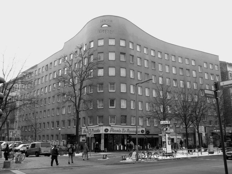 Clássicos da Arquitetura: Wohnhaus Schlesisches Tor (Bonjour Tristesse) / Álvaro Siza Vieira + Peter Brinkert, © via Wikipedia Commons