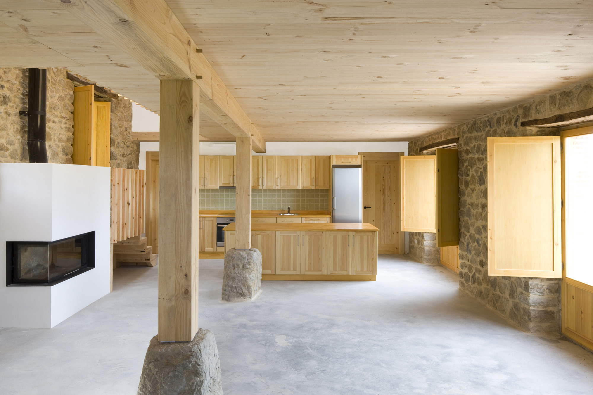 Country house renovation 2260mm arquitectes archdaily for House renovation