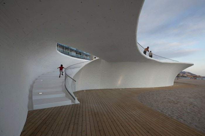 The Concrete Possibilities of Radical Form, Paseo Marítimo de Benidorm / OAB © Alejo Bagué