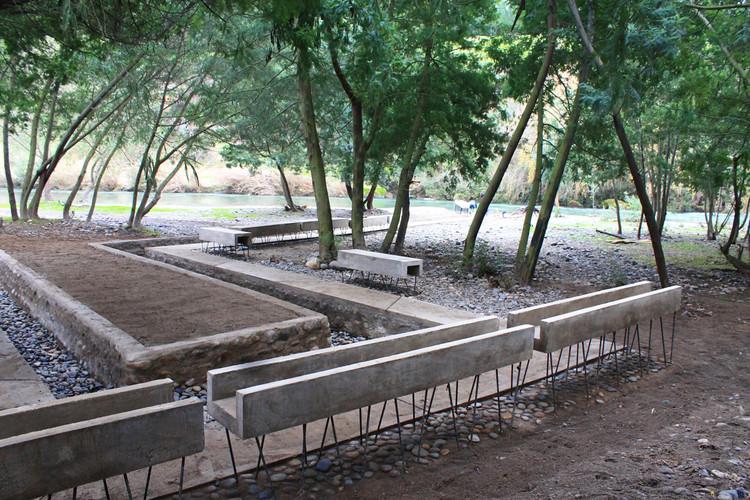 Talca, Chile: Balneario Popular Maitenhuapi, Recuperación de un Paisaje en Crisis, Proceso Constructivo. Image Cortesía de Romina Poblete