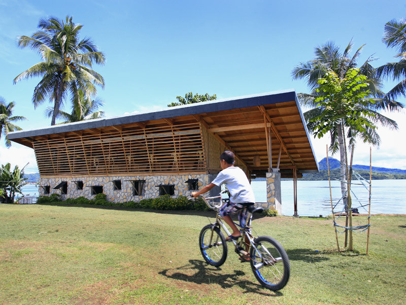 When Architects Try Their Hand at Industrial Design, Getting locals involved helped Workshop to engender a sense of community in Tacloban as well as solve their practical problems. Image © Nelson Petilla