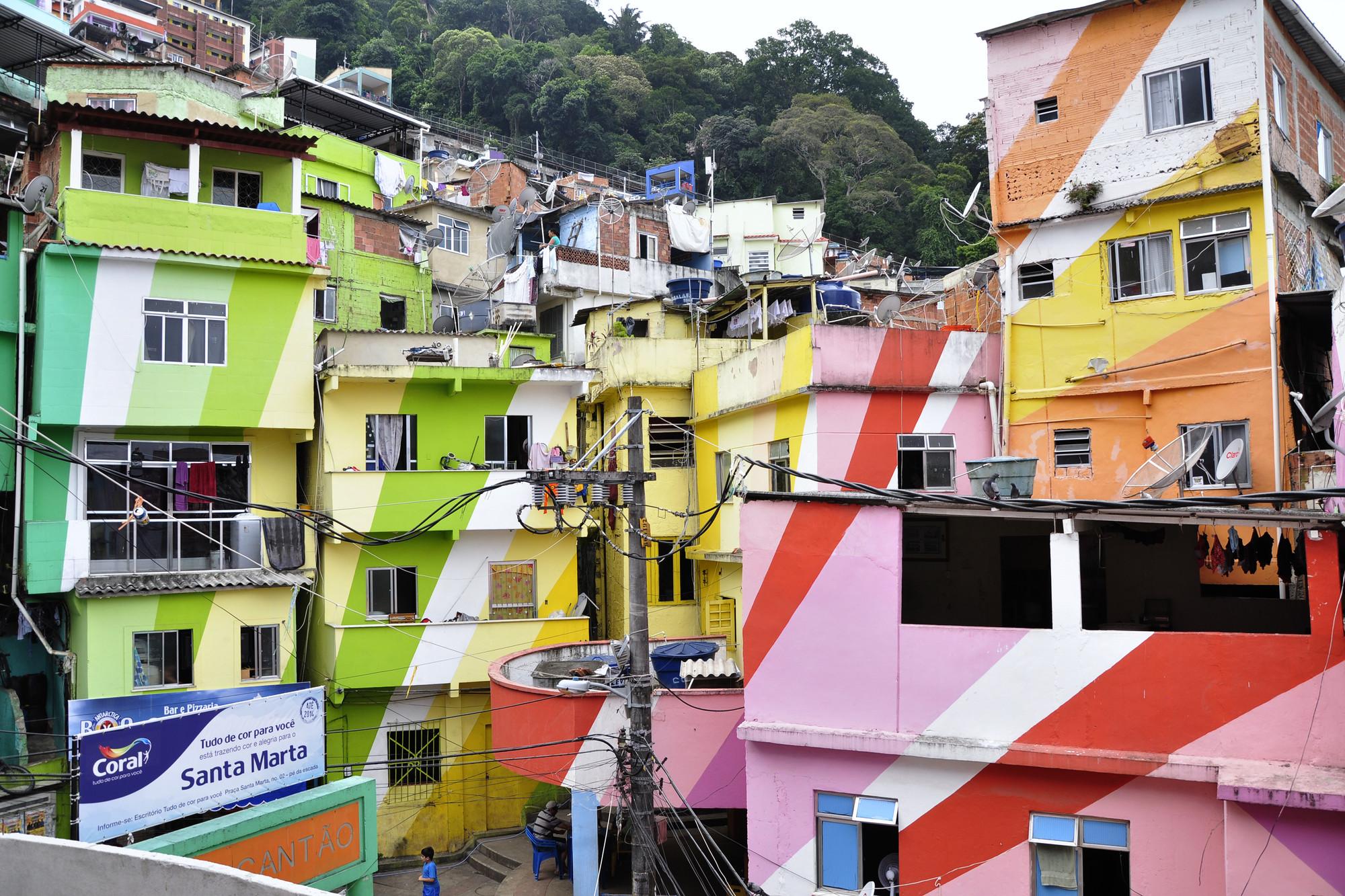 Manual de projetos para incentivar o uso da bicicleta em comunidades do Rio de Janeiro, Santa Marta, Rio de Janeiro. Image © Mariana Gil / EMBARQ Brasil