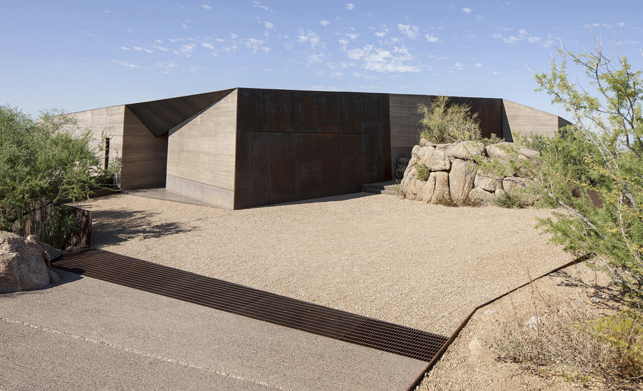 desert courtyard house wendell burnette architects archdaily bill timmerman