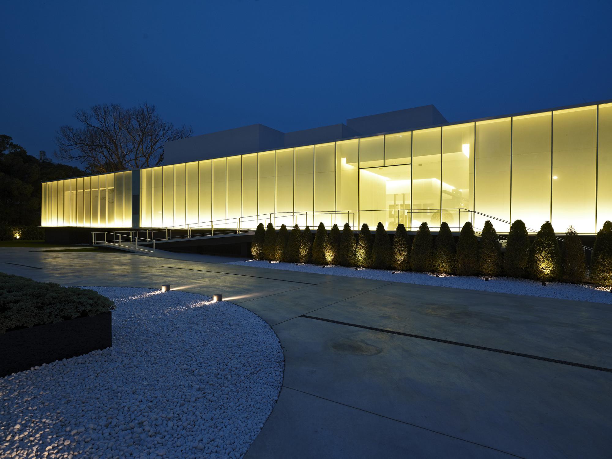 Gallery of lightbox hsuyuan kuo architect associates 15 for Architect associates