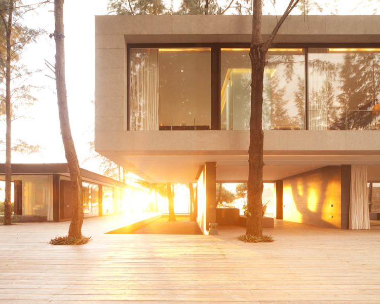 Vivienda estival Villa Noi Phang Nga / Duangrit Bunnag Architects, Cortesía de Duangrit Bunnag Architects