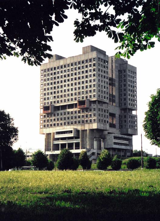 The House of the Soviets. Image © Wikimedia CC User Volkov Vitaly