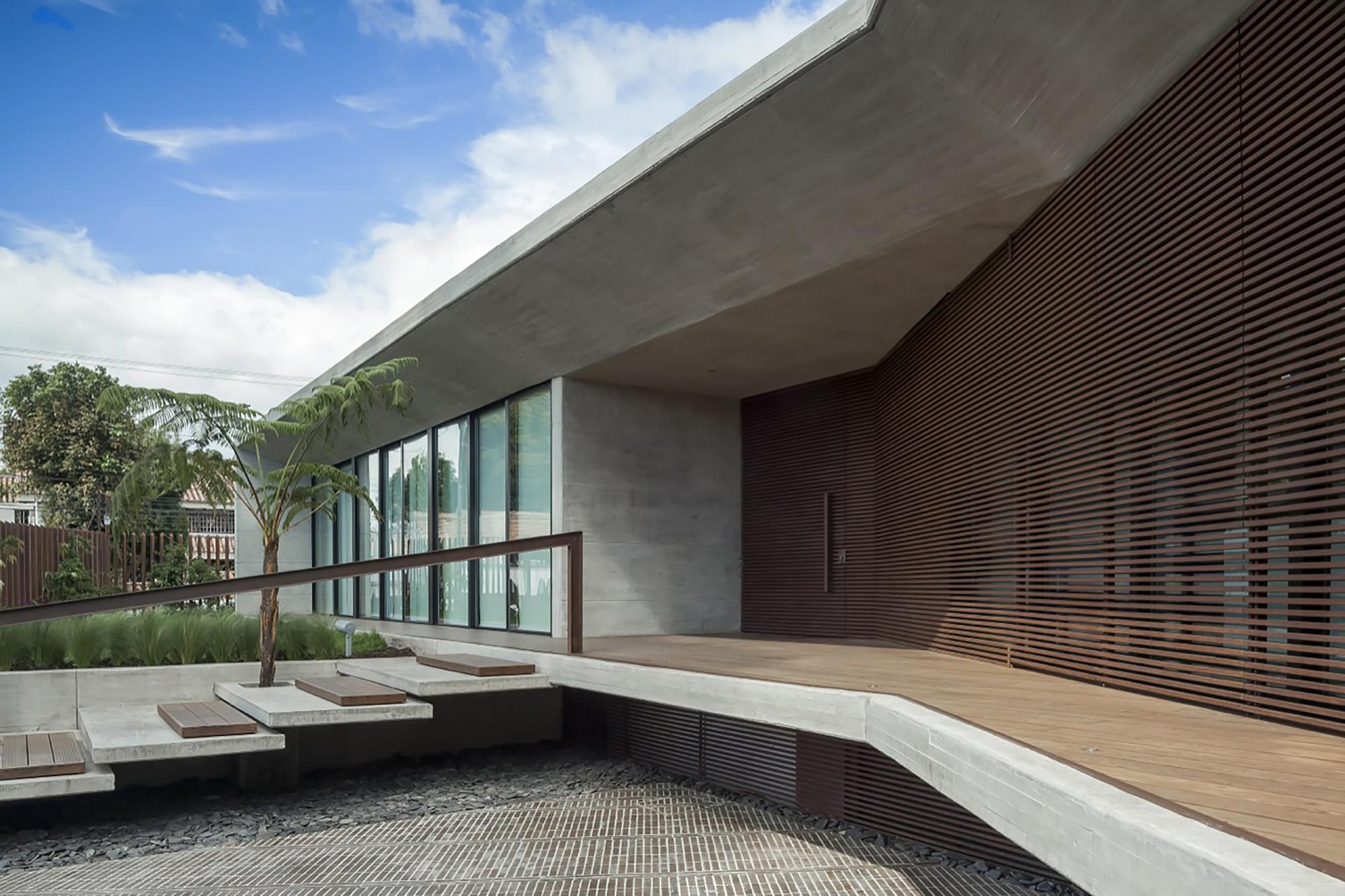 Galeria de casa cr h h arquitectos 11 for Casa de arquitectos