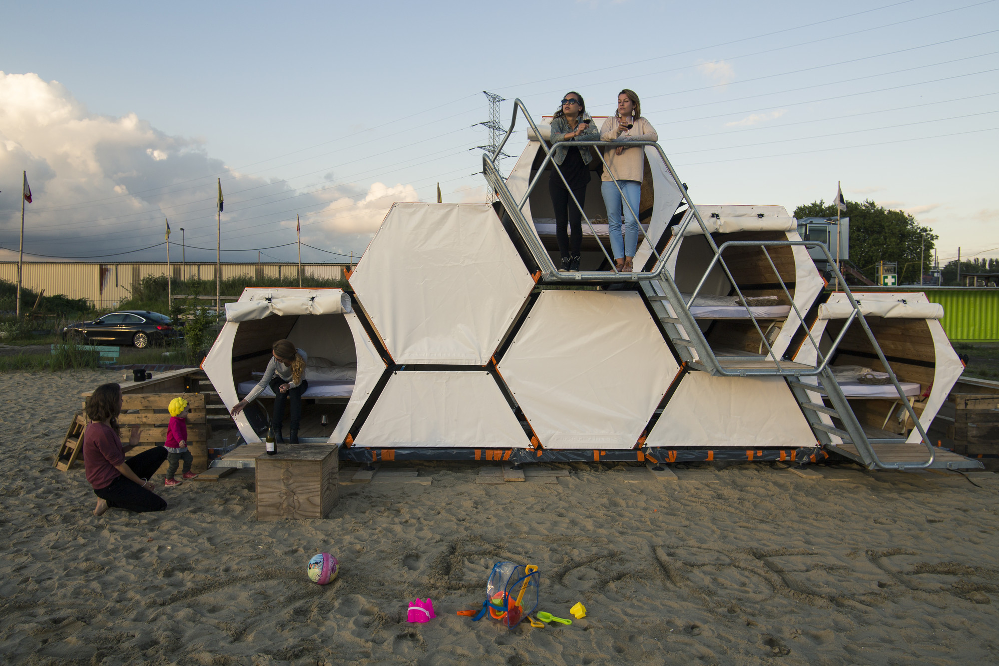 B-AND-BEE Introduces Honeycomb Campsites for Festivals, © Hannes Geipel