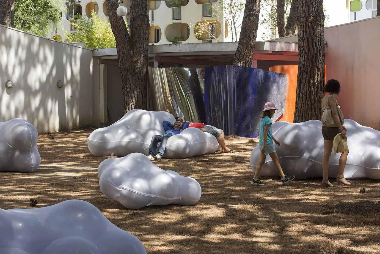 festival des architectures vives siete instalaciones veraniegas en montpellier y la grande. Black Bedroom Furniture Sets. Home Design Ideas