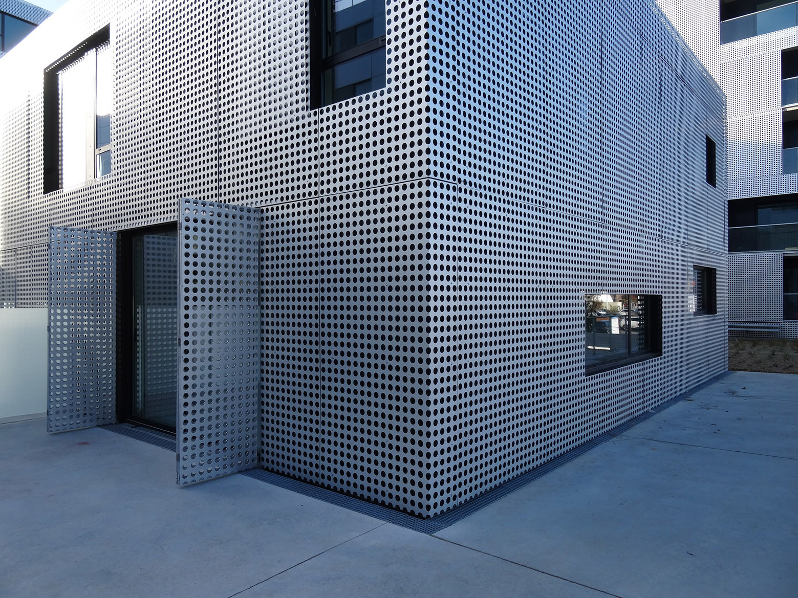 Gallery of housing in le havre phd architectes 4 for Metal piers for housing