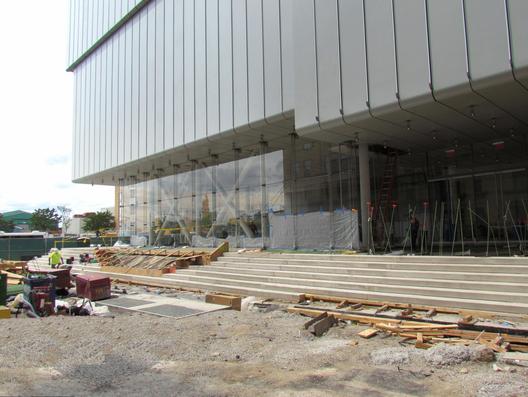 A entrada do novo Whitney, que faceia a West Side Highway. Imagem © Paul Clemence