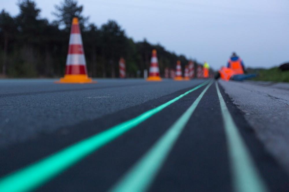"""""""Smart Highway"""": Inauguração do primeiro trecho de uma rodovia solar na Holanda, Courtesy of Design Milk"""