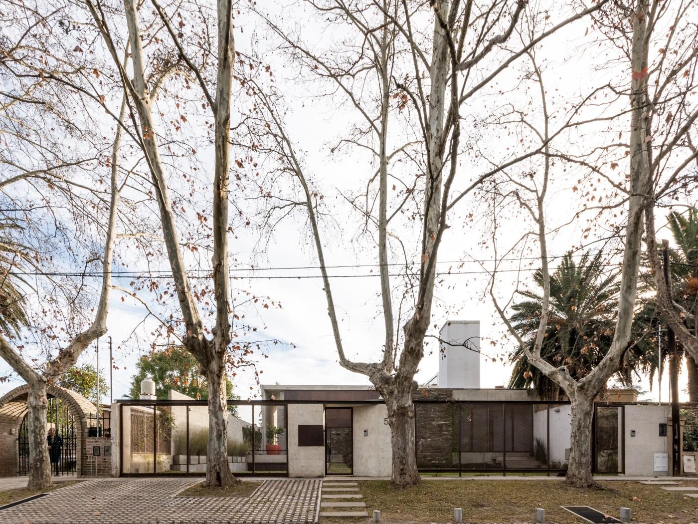 Casa En Villa Belgrano / FKB Arquitectos