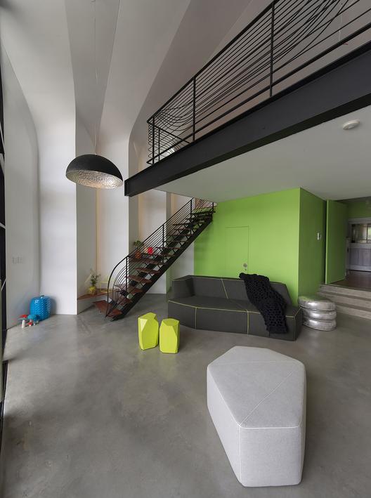 8_-_lounge_interior_fixed