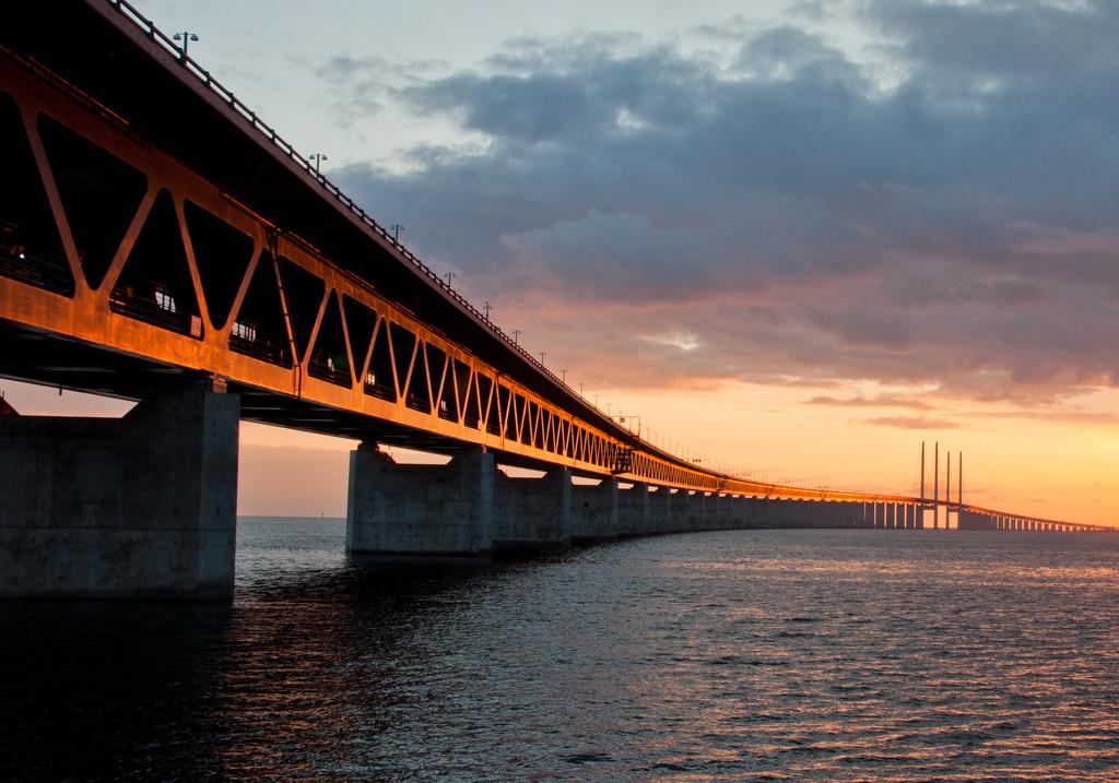 Copenhague planea una autopista para bicicletas en uno de los puentes más largos de Europa, Puente Öresund entre Dinamarca y Suecia © L@rsson, via Flickr