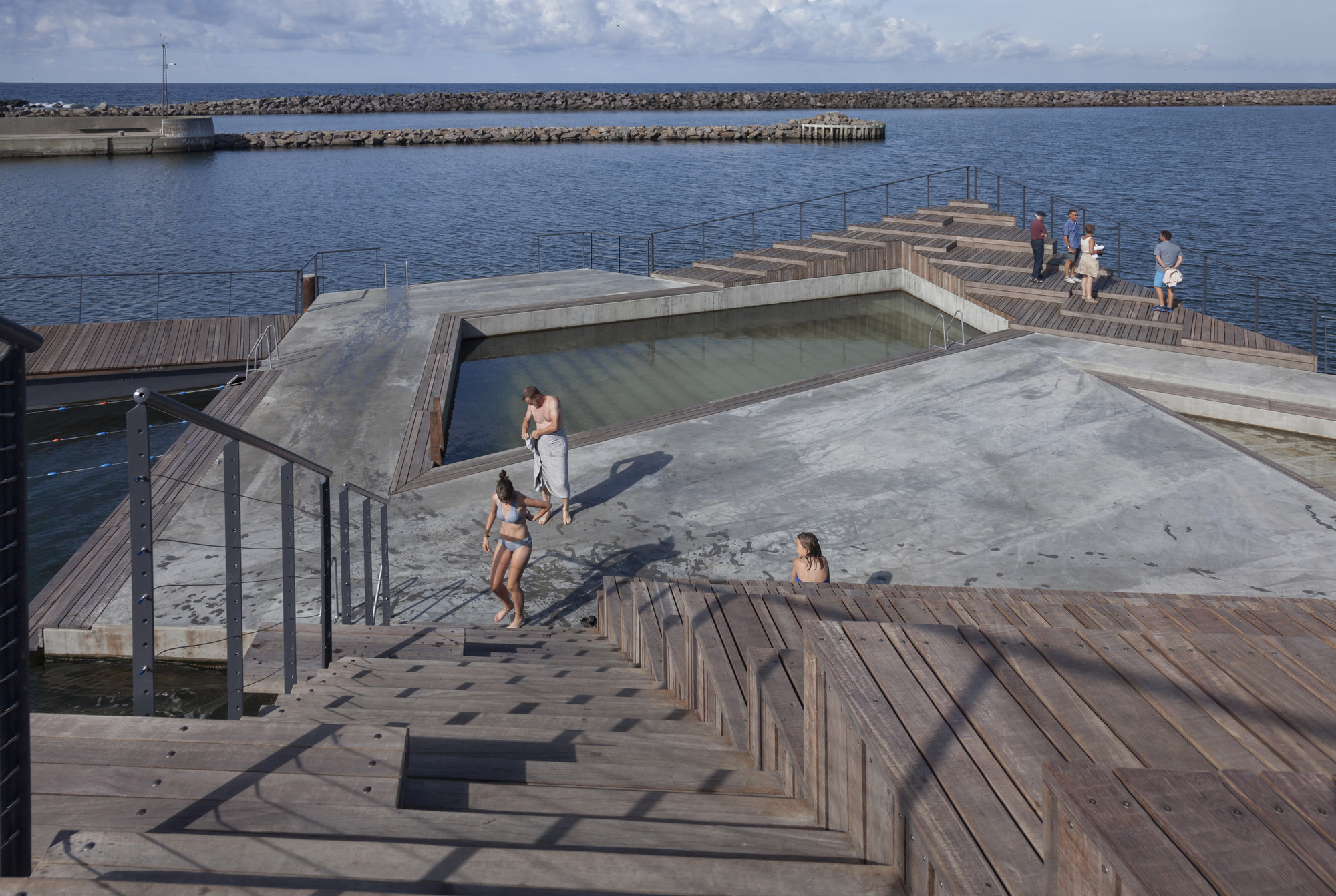 Hasle harbour bath white archdaily for Find architects