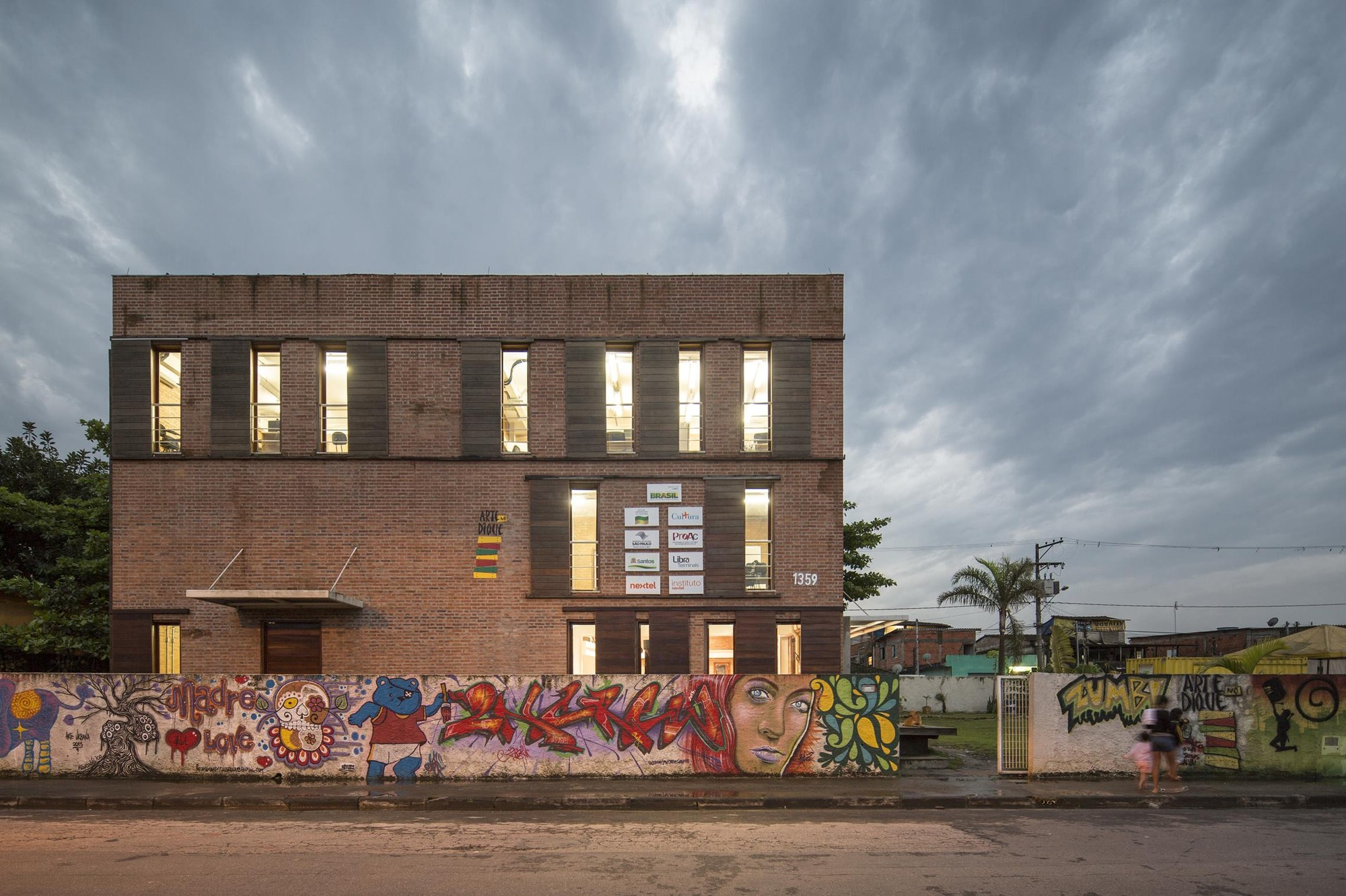 Cultural Warehouse for the Plínio Marcos School of Art and Culture / André Jost Mafra + Natasha Mendes Gabriel + Thaís Polydoro Ribeiro, © Joana França