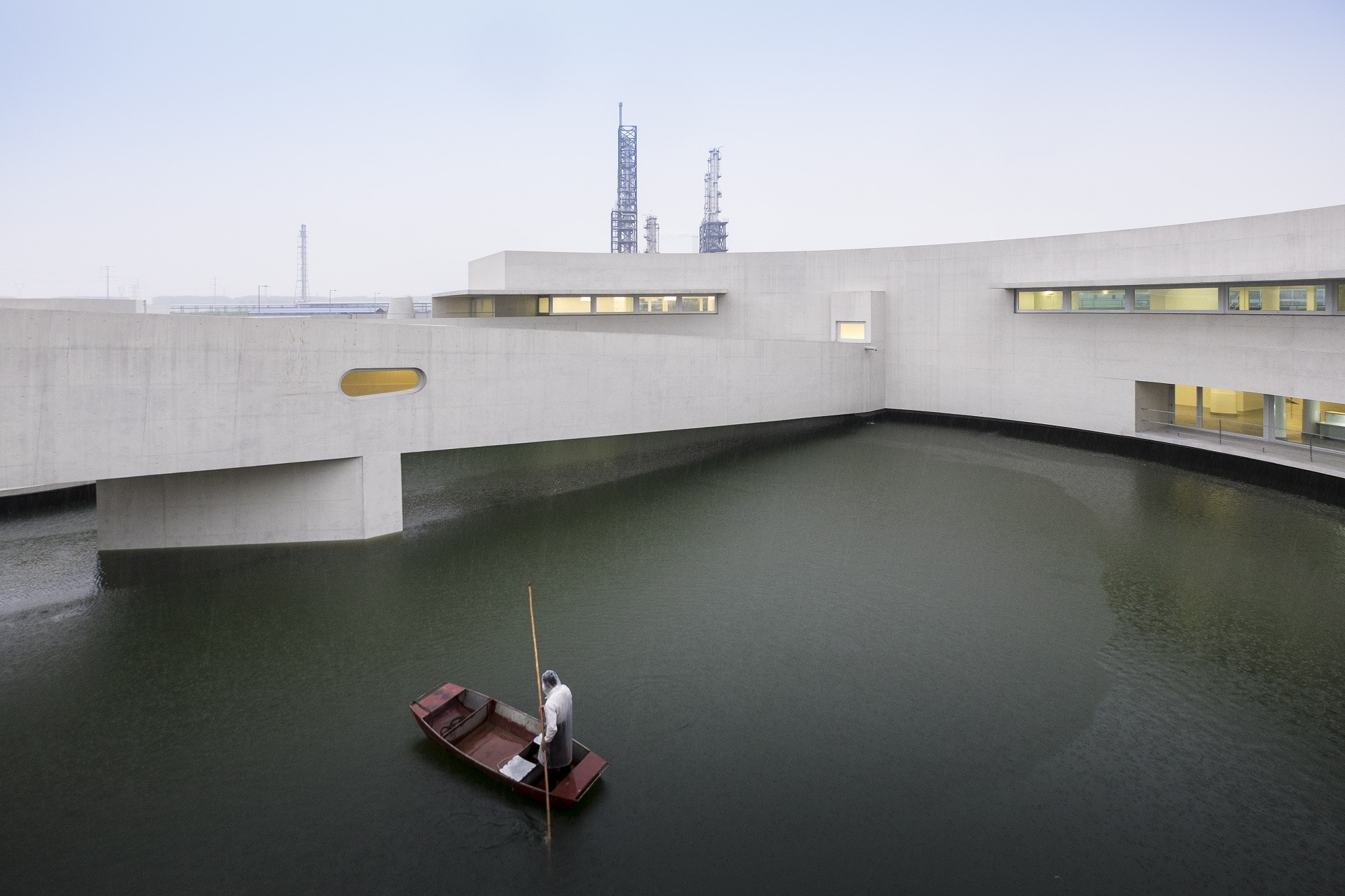 The Building on the Water / Álvaro Siza + Carlos Castanheira, © Fernando Guerra | FG + SG