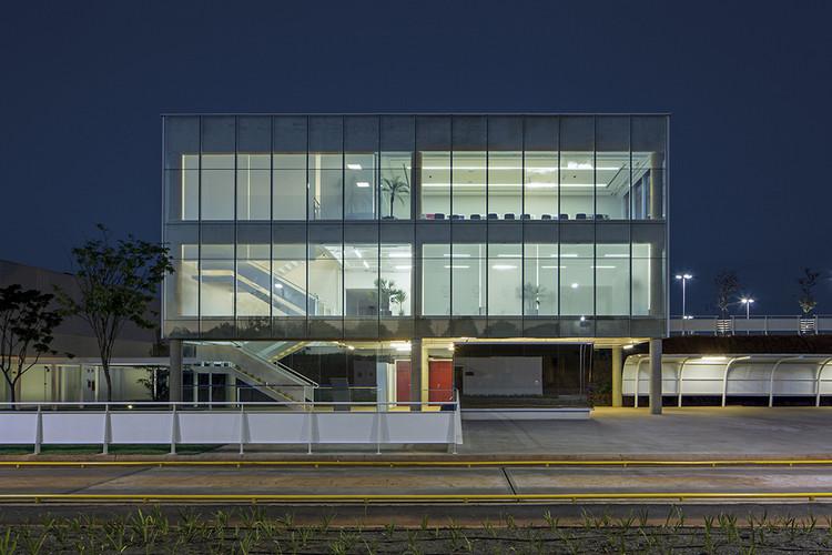 Nuevo Centro de Distribución Mahle / LoebCapote Arquitetura e Urbanismo , © Leonardo Finotti