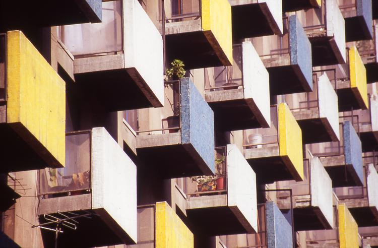 En Detalle: Ventanas Modernas del Centro de Santiago, © Pablo Altikes