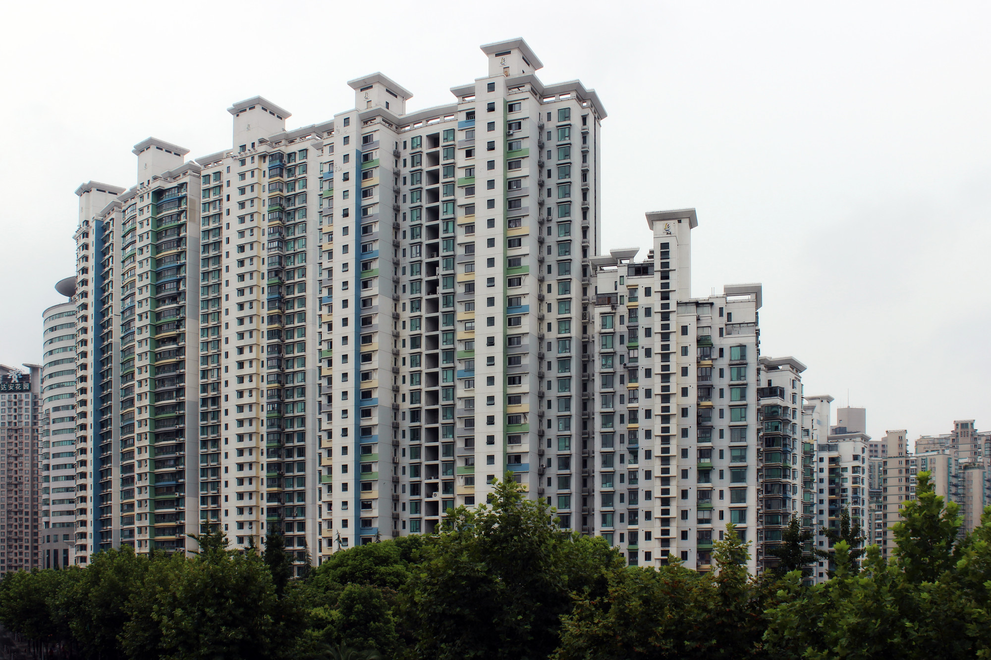 "China's ""City-Making Process"": Investors' Power in the People's Republic, Real estate in Shanghai. Image © Pier Alessio Rizzardi"