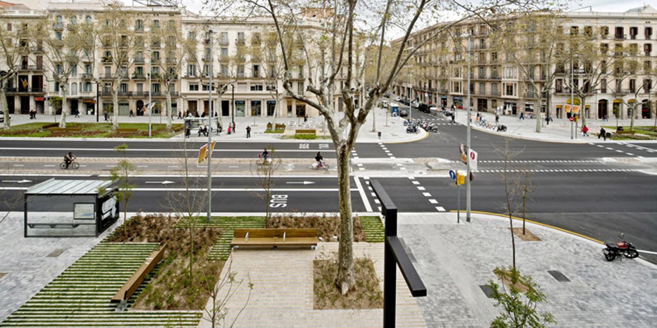 Paisaje y Arquitectura: Remodelación del Paseo de St Joan, un nuevo corredor verde urbano por Lola Domènech
