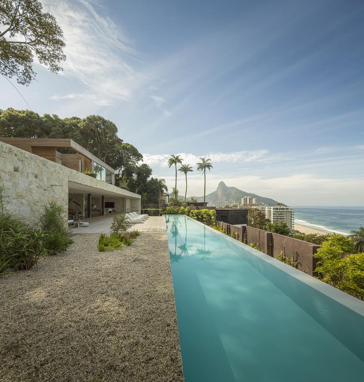 Casa AL / Studio Arthur Casas, © Fernando Guerra |  FG+SG