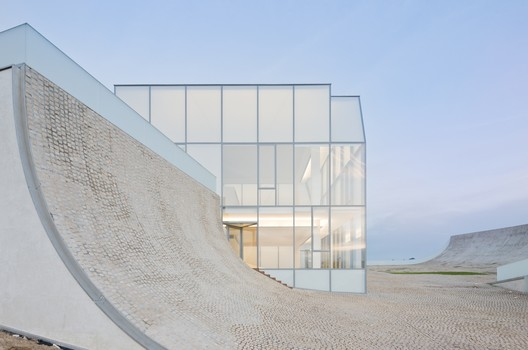 Museum of Ocean and Surf / Steven Holl Architects in collaboration with Solange Fabiao. Image © Iwan Baan