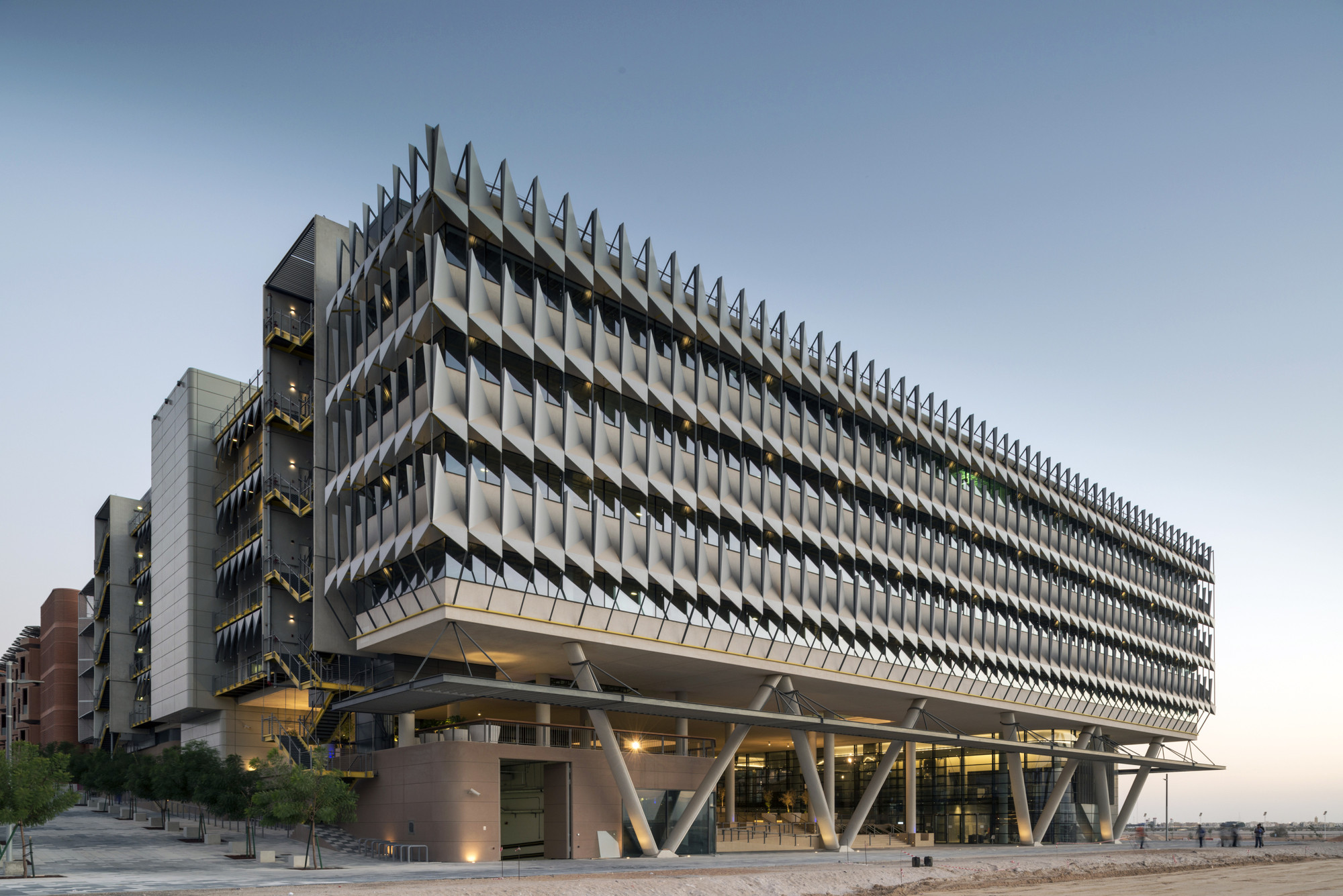 siemens hq in masdar city sheppard robson archdaily. Black Bedroom Furniture Sets. Home Design Ideas
