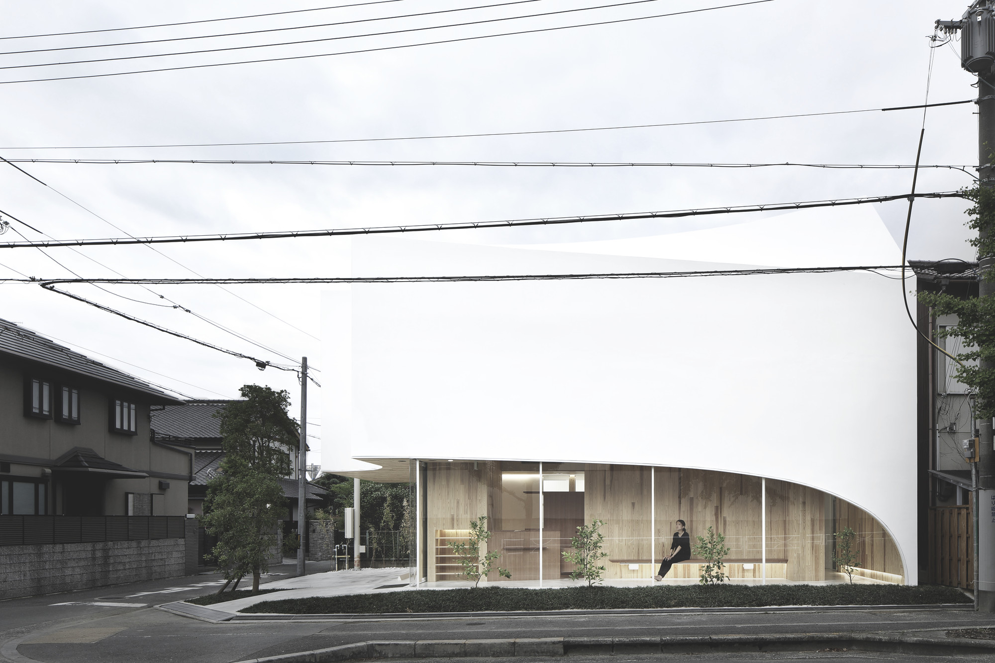 Timber Dentistry / Kohki Hiranuma Architect & Associates, © Satoshi Shigeta