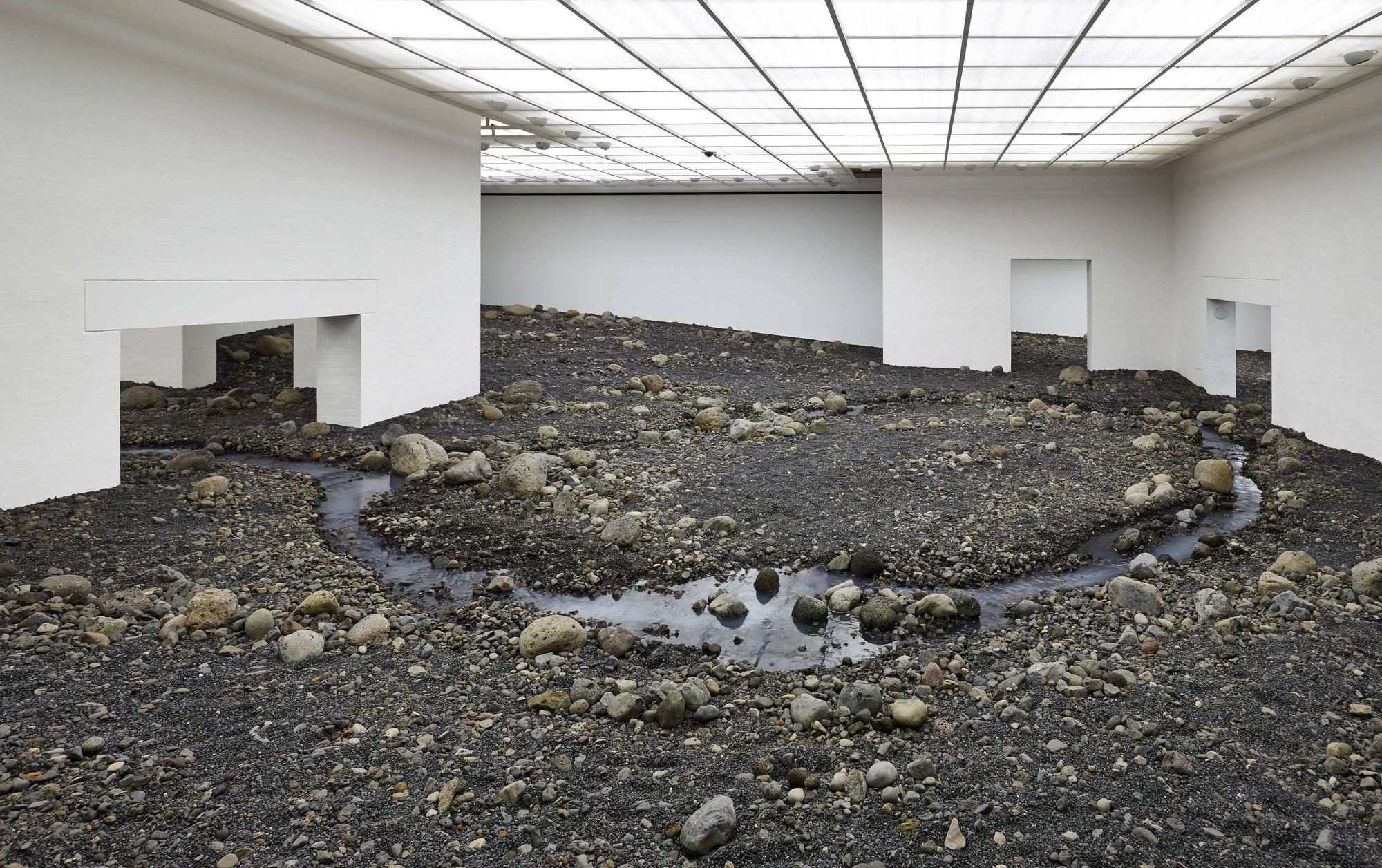 Olafur Eliasson cria um leito fluvial no Museu Dinamarquês, Cortesia de Louisiana Museum of Modern Art