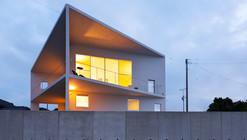 P2Villa Shinsyo / Szki Architects