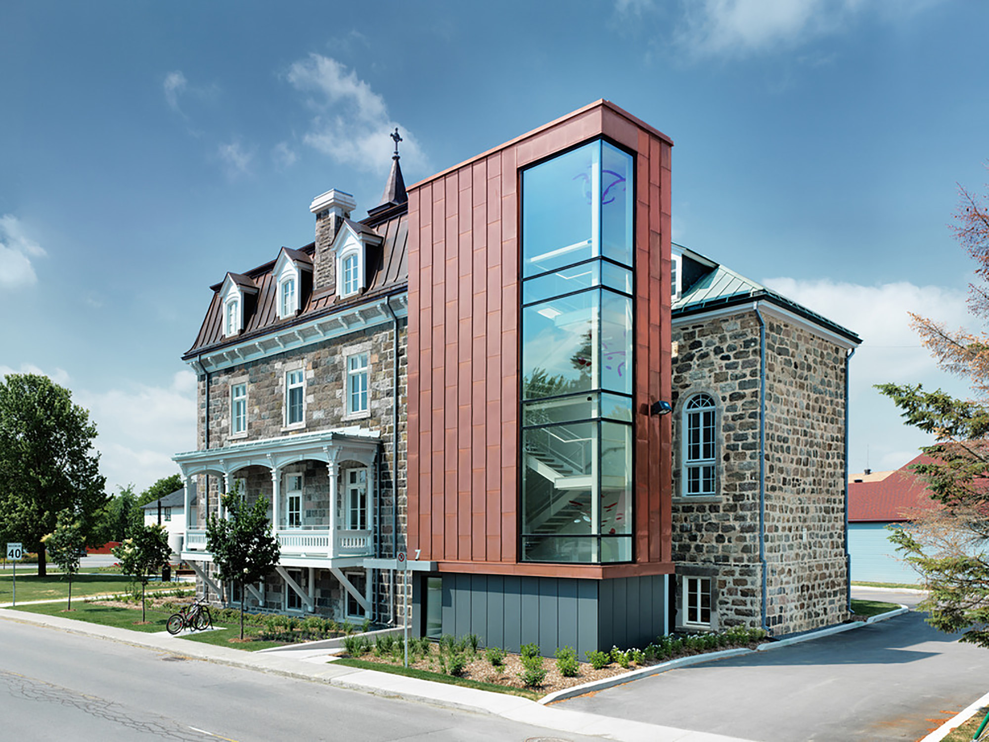 Saint Roch-de-l'Achigan City Hall  / Affleck de la Riva architects, © Marc Cramer